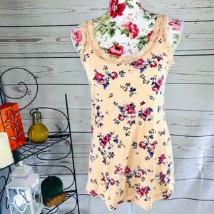 Torrid 14/16 twisted tee peachy floral tank top